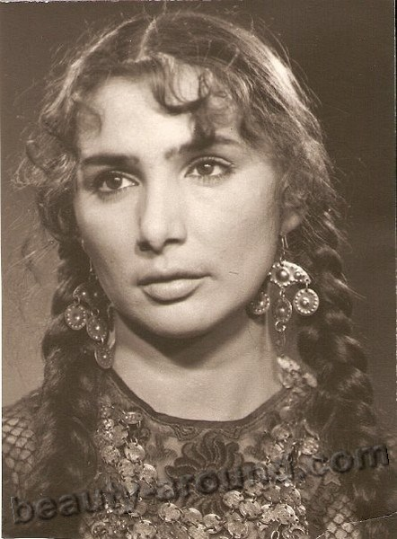 Russian Woman Singer And 106
